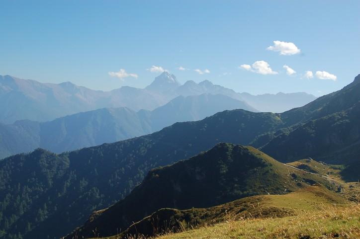 A valdensvölgyeket szegélyező hegyláncok